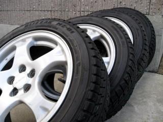 Subaru_silver_wheel